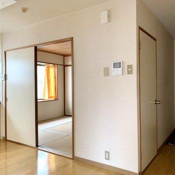 【K】扉をしっかり閉めれば、お料理の匂いが付くのも防げますよ。