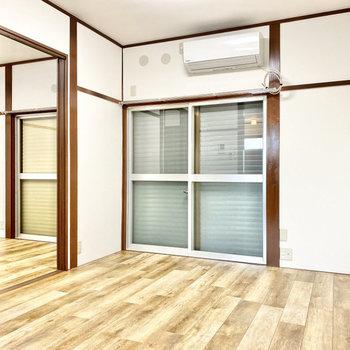 【LDK】窓にはシャッターが付いています。