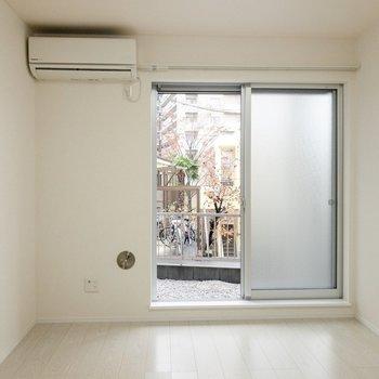 はじめての一人暮らしにもおすすめのシンプルなお部屋。※写真は1階の同間取り別部屋のものです
