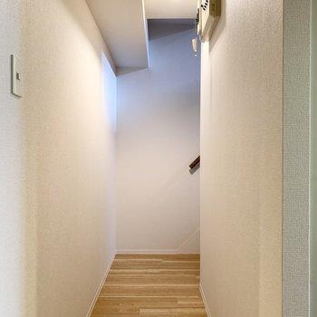 廊下が分岐して続いています。