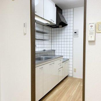キッチンは少し独立した空間です。