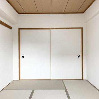 【和6】上階はグレーの畳がモダンな和室でした。