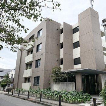 4階建ての鉄筋コンクリートマンションです。