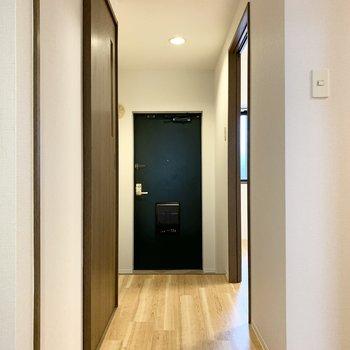 玄関へ向かう手前にもうひとつお部屋が。