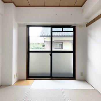 【和6】柱型を避けてちょっとだけ板の間付。ここにお花を飾っても素敵だな〜。
