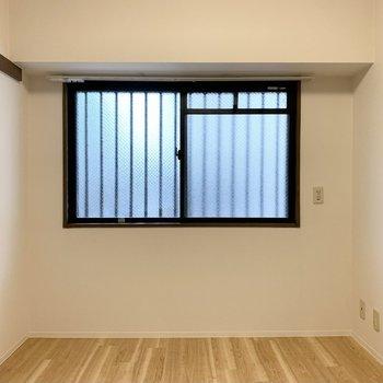 【洋5.5】反対側には窓が。