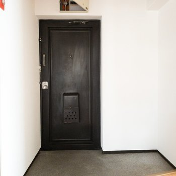 とっても広い玄関!シューズボックは右のスペースかな。