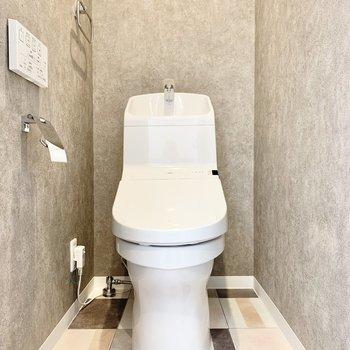 トイレはモダンな雰囲気に。