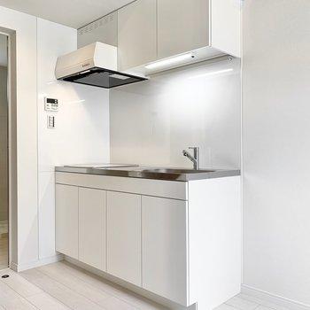 真っ白な清潔感あるキッチン。