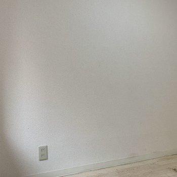 居室のコンセントは4箇所に。※写真は1階の同間取り別部屋のものです