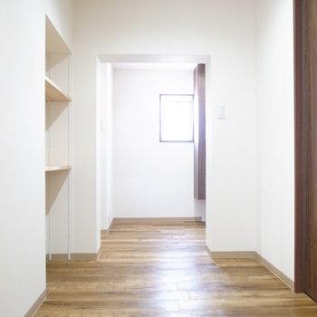 ゆったりした廊下は、ちいさなお子さんにも安心です。