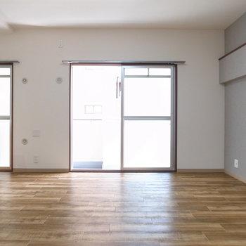 【LDK】東向きに窓が2つ!明るい日差しを浴びて、一日がはじまります。