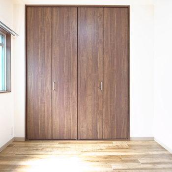 【洋室】寝室にぴったりのお部屋は、うれしい南向き!