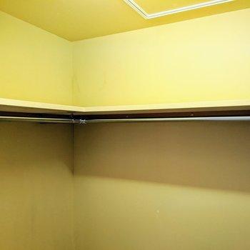 【洋室5帖】上部には棚がついてますよー。
