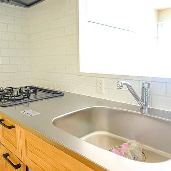 ワークトップは広く、快適に自炊ができます。(※写真は2階の同間取り別部屋のものです)