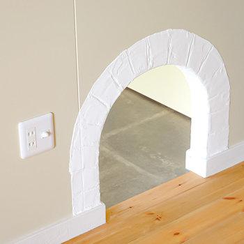 ドアの横に小さな穴が開いてるではありませんか!(※写真は2階の同間取り別部屋のものです)