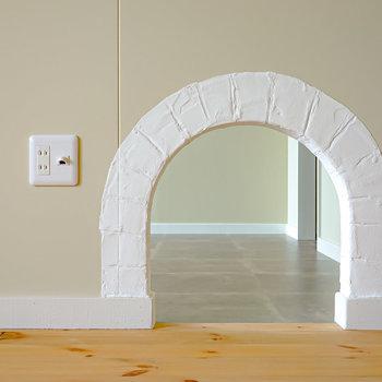 隣の洋室と繋がっています。ここからふたりの意思疎通を図ることも?(※写真は2階の同間取り別部屋のものです)
