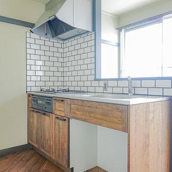 無垢材のキッチンが人生を味わい深くしてくれる、リノベーションのお部屋。(※写真は通電前のものです)