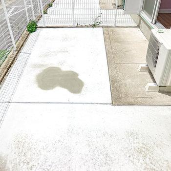 Ldkの窓の外には専用庭。ガーデニングで緑のある暮らしもできるんです。(※写真は1階の同間取り別部屋のものです)