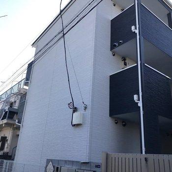 木造3階建てのアパートです。