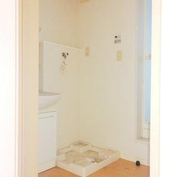 脱衣所も良い広さですね。※写真は2階の同間取り別部屋のものです