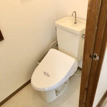 トイレはウォシュレット付きで快適。