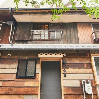 古材を再利用し、築年不詳の木造の長屋を、丁寧に改修。