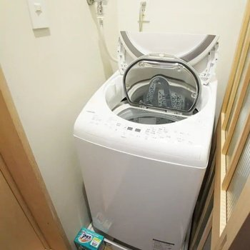 この洗濯乾燥機も備え付け。