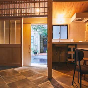 玄関横にはミニキッチンが、IHコンロがあると便利そうですね。