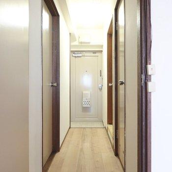 さて、廊下に出てその他の水回りを。