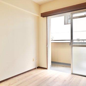 キッチン家電の置き場は右手に。間隔を空けたシンプルな配置にしたいですね。
