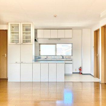 【LDK】大きなキッチン。見て行きましょう。
