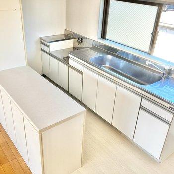 【LDK】調理スペースも大きく、カウンターもあって使い勝手は◎
