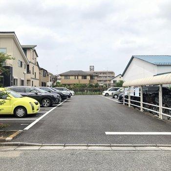 駐車場も広々としています。