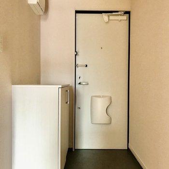 玄関にメールボックスが付いてますよ。※写真は2階の反転間取り別部屋のものです