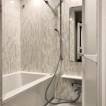 浴室暖房乾燥機・追い焚き機能付きです。