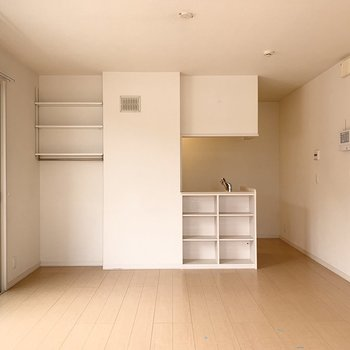 【LDK】収納棚には食器や本などを入れたいな。