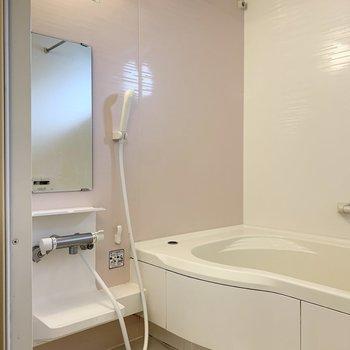 淡いピンクが可愛らしいバスルームです。