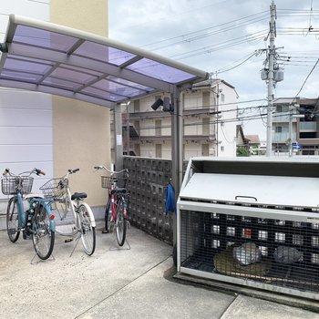共用部】エントランス横には駐輪場が設置されています!