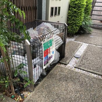 ゴミステーションは敷地内で発見。