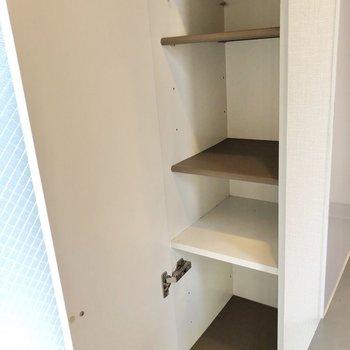 シューズボックスは棚の高さを変える事もできます。