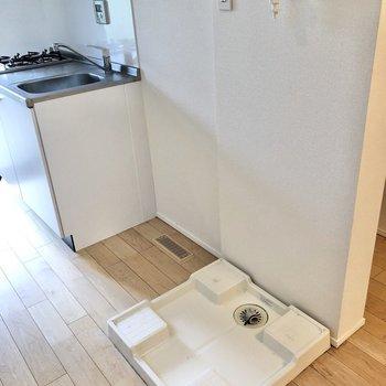 横には冷蔵庫置き場と洗濯機置き場が並びます。