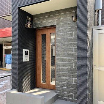 まるで戸建ての玄関のような、エントランス入り口。