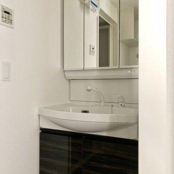 ホテルライクな独立洗面台。