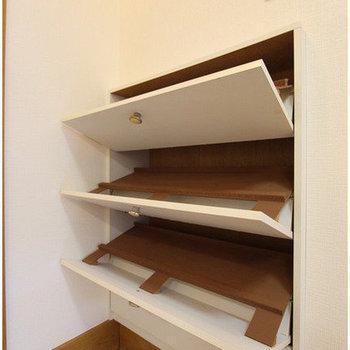 【玄関】靴箱はナナメに入れるタイプ