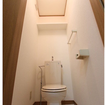 【トイレ】ホワイトですっきりまとまっています