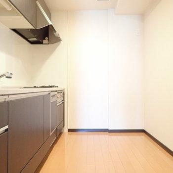 キッチンまわりはゆとりがありますね。