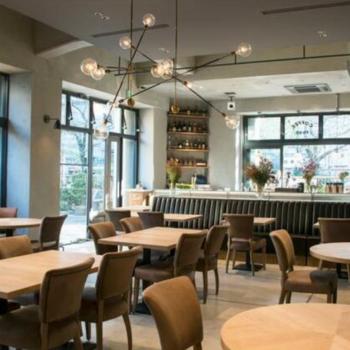 1階に併設されたカフェ・レストラン