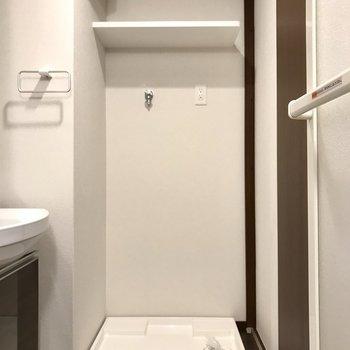 洗濯機の上に統一感あるランドリーボトルを置こう(※写真は2階の反転間取り別部屋、工事中のものです)