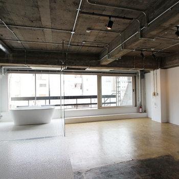 リノベの新旧入り混じる空間。